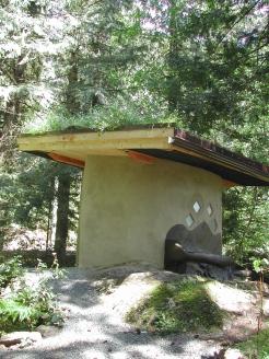 Cob bathroom at Eagles Lake