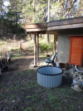 Eco-Hut with 4ft galvalume garden bed.